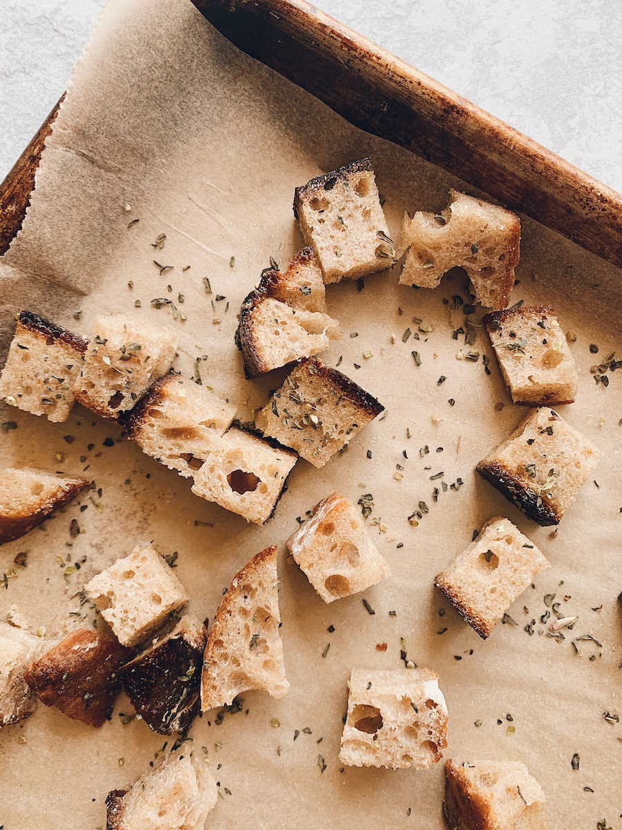 Cubed Bread with Dried Herbs